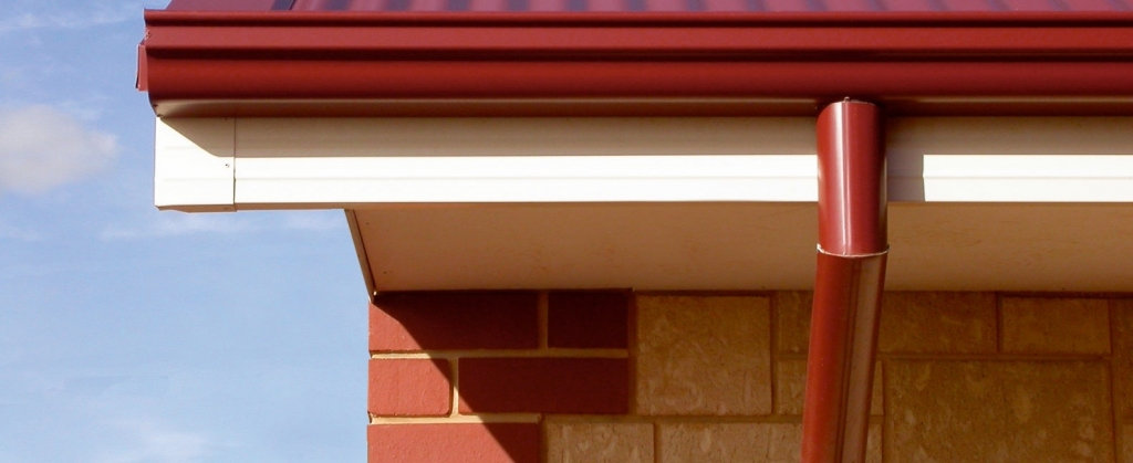 How to Choose a Gutter Color for Your Home